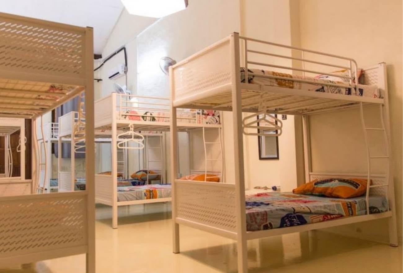 HIPSHUT Vloft Backpackers Hostel